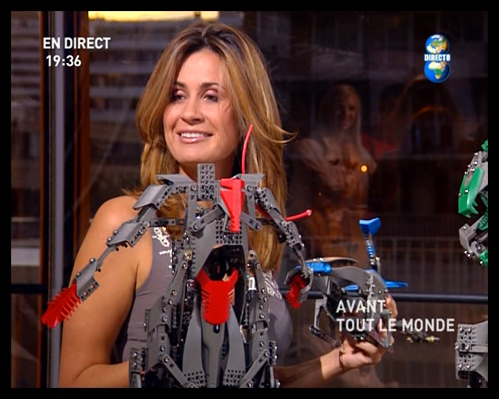 http://ficc.free.fr/direct8/upload/caps/atlm/26-09-2005/smilebot.jpg